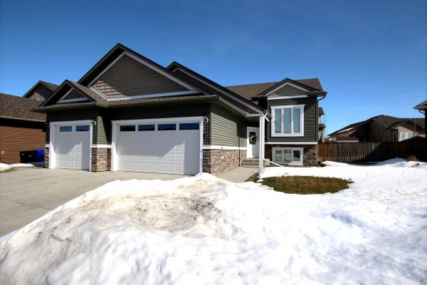$499,000    23 Viceroy Crescent